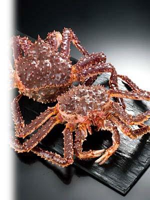 いきのいい活蟹を選んで茹で上げます